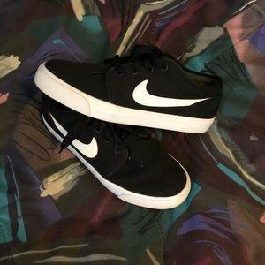 Nike Toki Low TXT